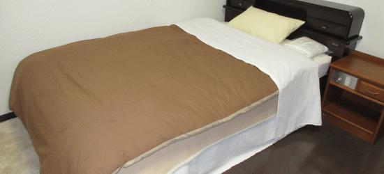 ベッド、寝具一式付き